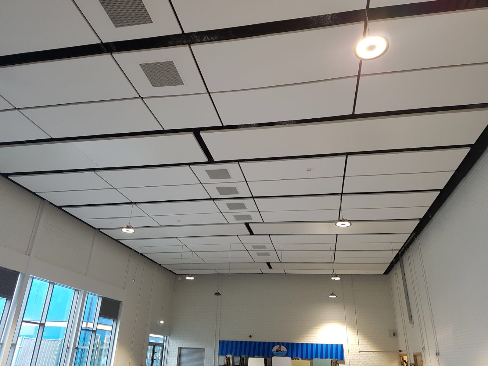 ceiling wikiwand large details en underfloor ceilings radiant panels heating